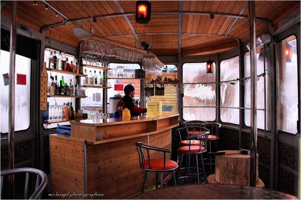 Dans le bar à vin chaud
