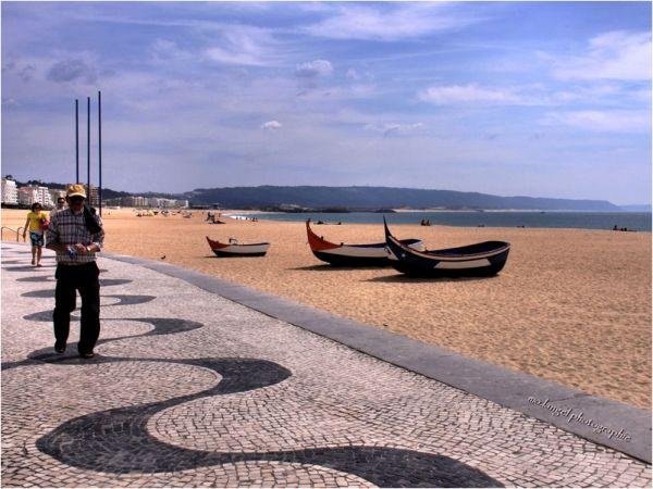 Sur la plage de Nazaré