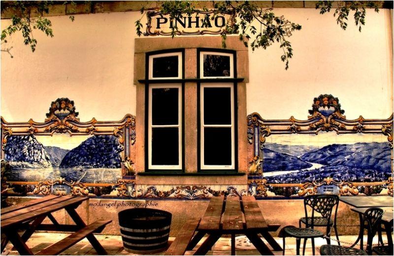 Sur les murs de la gare de Pinhãno