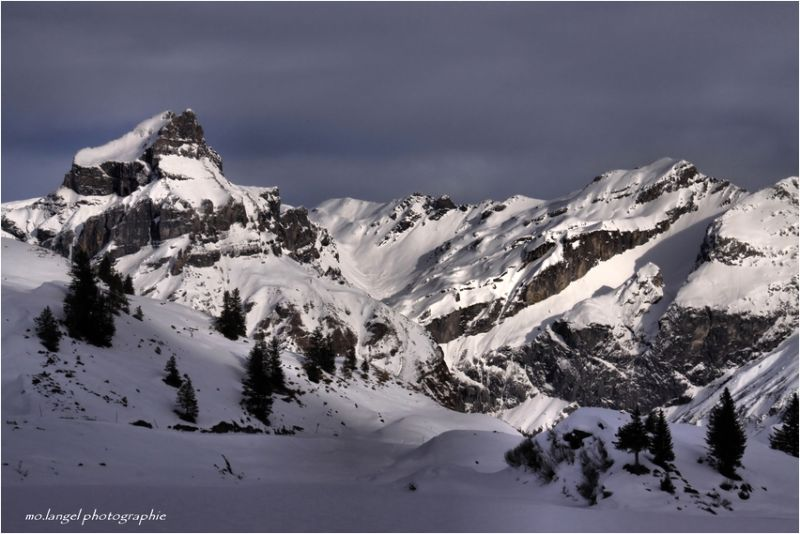 Ces montagnes qui nous entourent