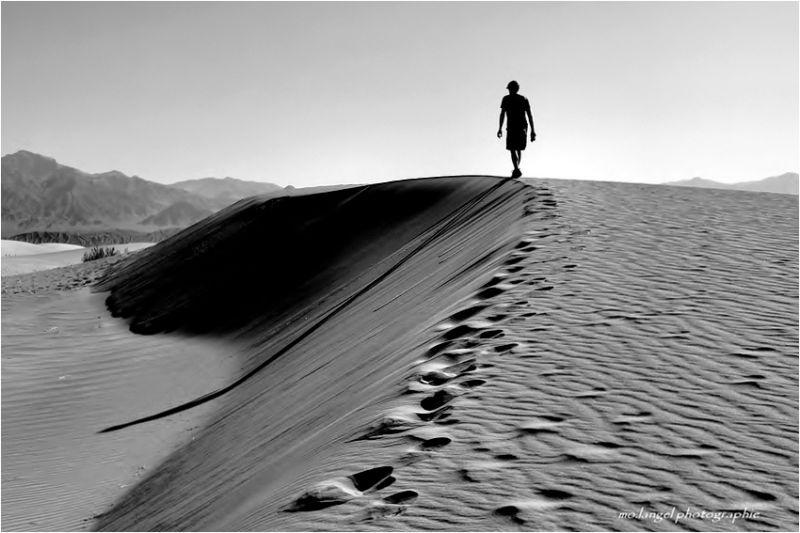 Trekking dans le sable chaud