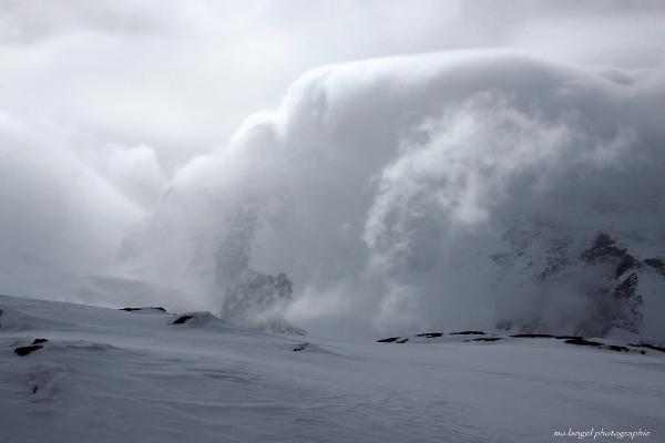 Sous la vague de nuages