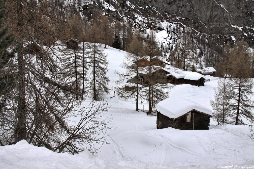 Les petits chalets dans la neige