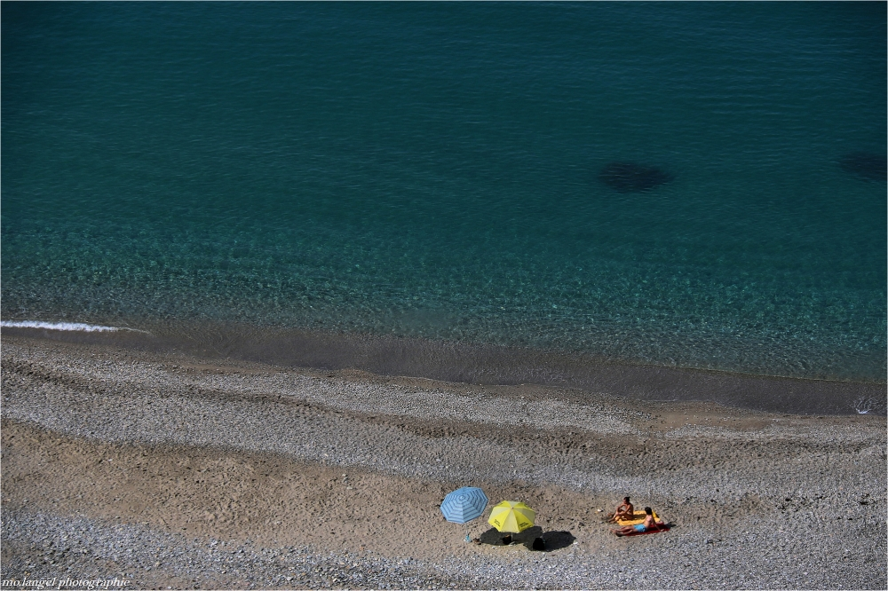 Sur la plage presque abandonnée
