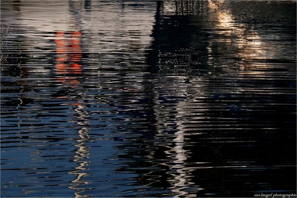 Les reflets du port