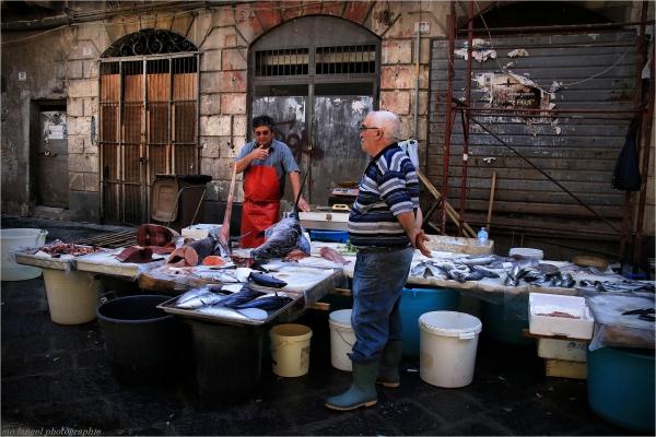 Au marché de poissons