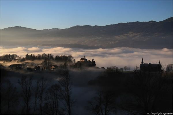 Le village perché dans les nuages (2)