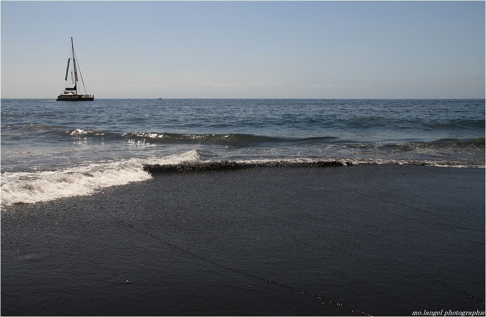 La plage de sable noir