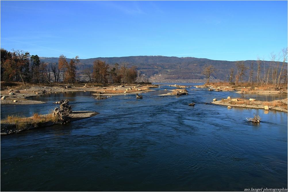 Rencontre de la rivière et du lac