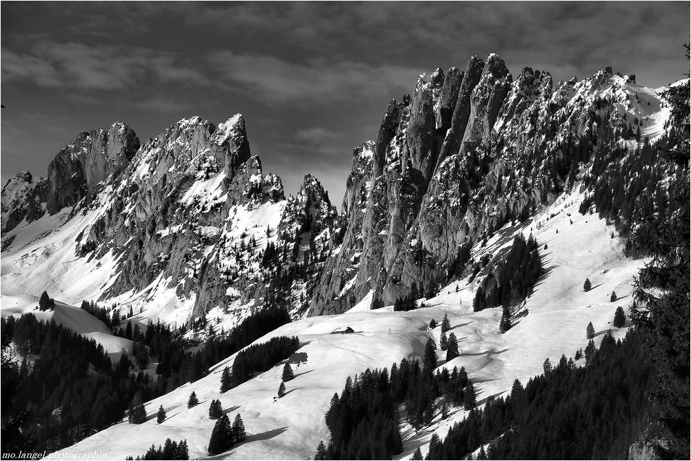 Au pied de la montagne
