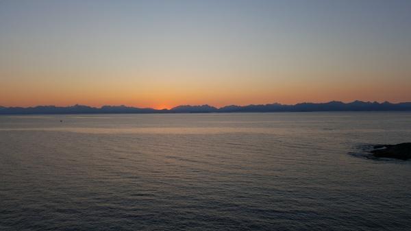 Le coucher du soleil de minuit sur les Lofoten