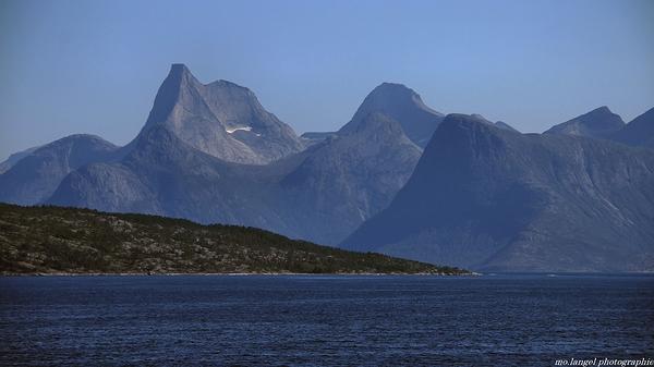 Les montagnes et le fjord