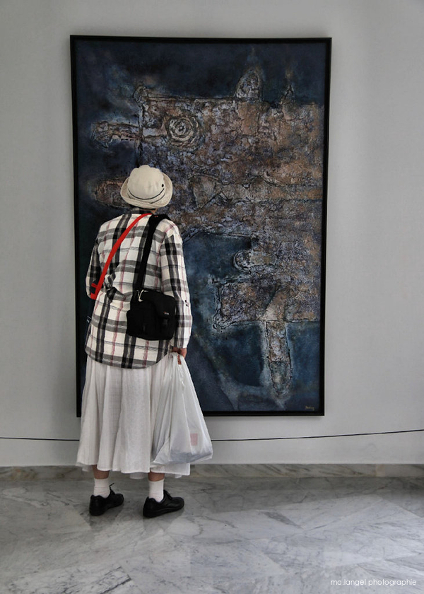 La dame et le tableau
