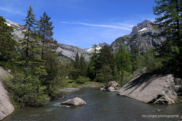 Rivière et montagne