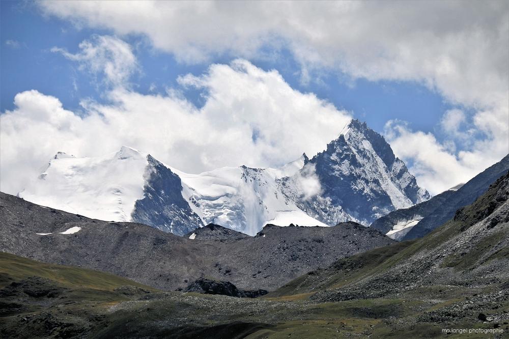Une montagne peut en cacher une autre