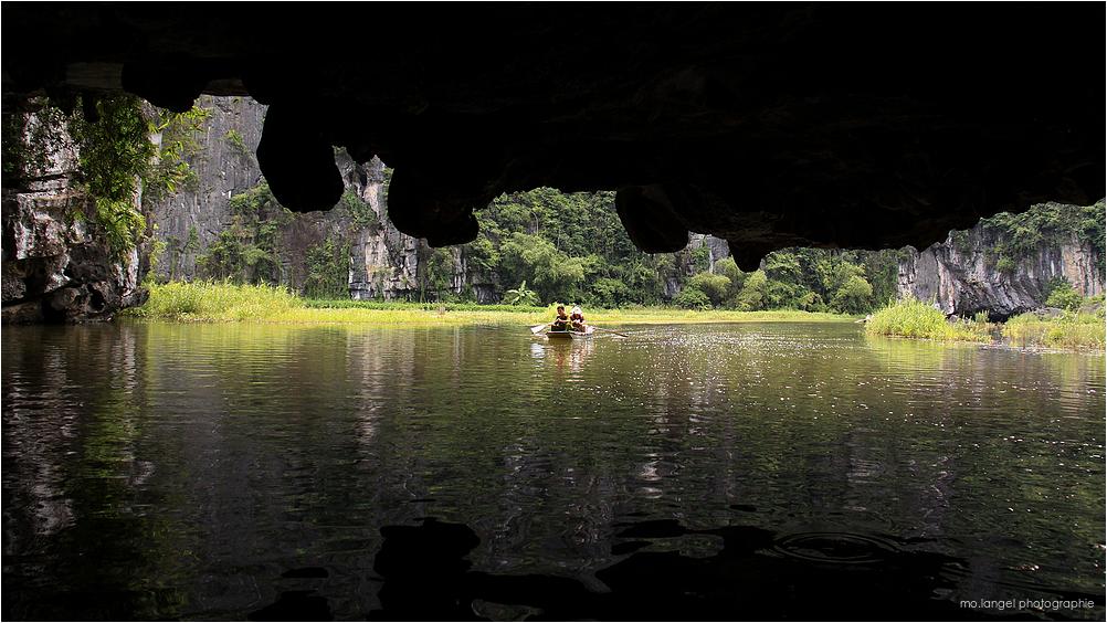 A travers les grottes
