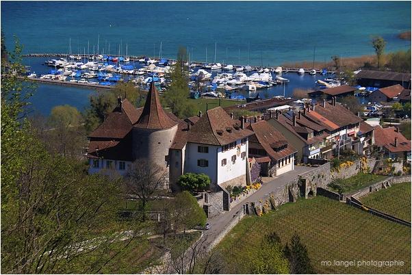 Le village et le petit port