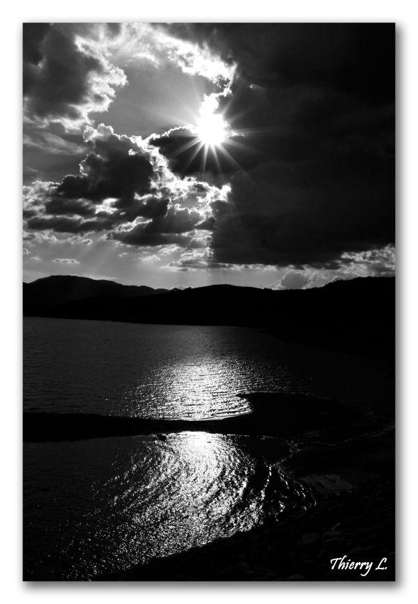 Couché de soleil sur lac de Serre Ponçon