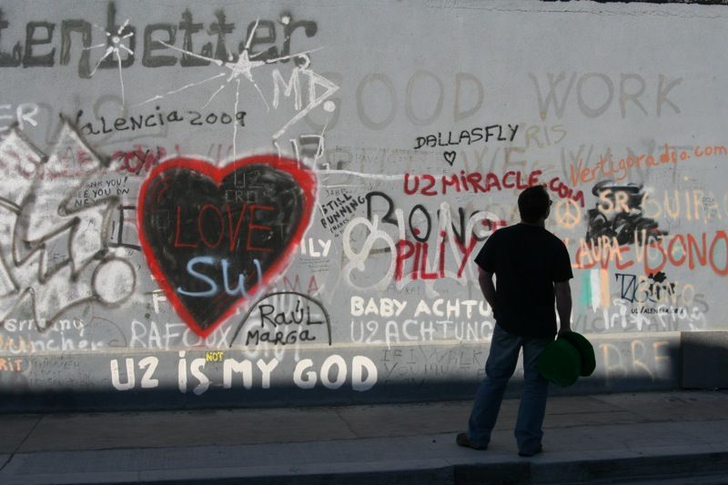U2 wall