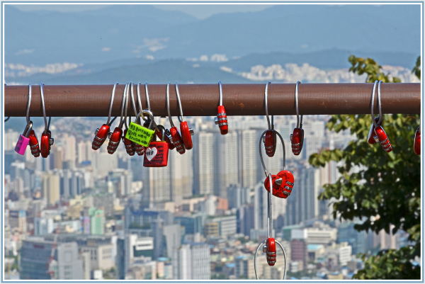 love locks in Seoul
