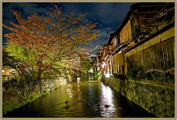 Early Autumn night in Koyoto