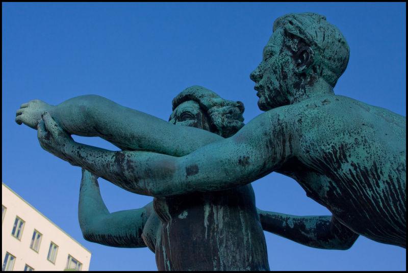Fighting statue