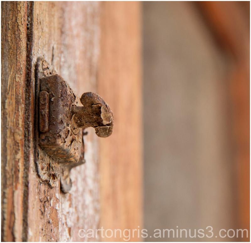 maneta antigua oxidada