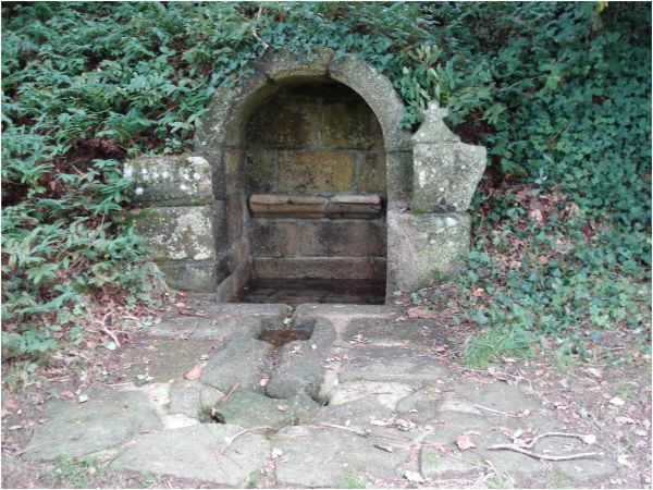 Fontaine St Maurice St Symphorien à Nostang