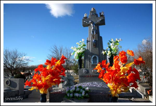 Almudena Cementerio color