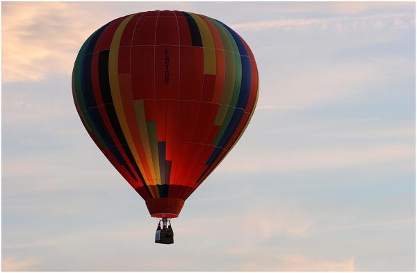 Montgolfière sur soleil couchant...