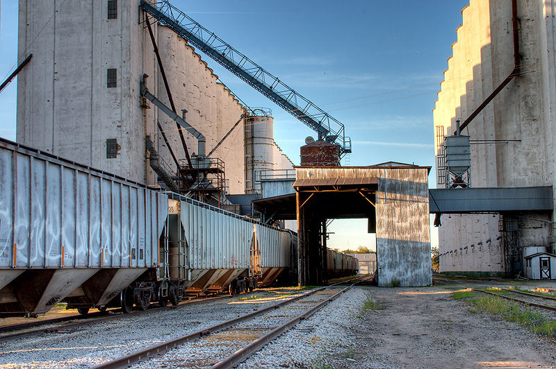 grain cars sitting at the elevator