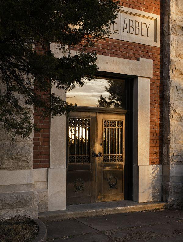 sun reflecting on musoleum