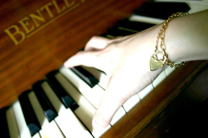hand playin the pianooooeoeoddo