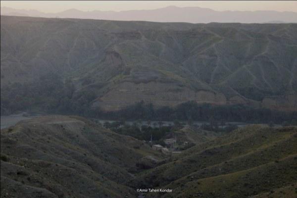 نمایی از محله پاسگاه و آبشار قطره ای درونزو