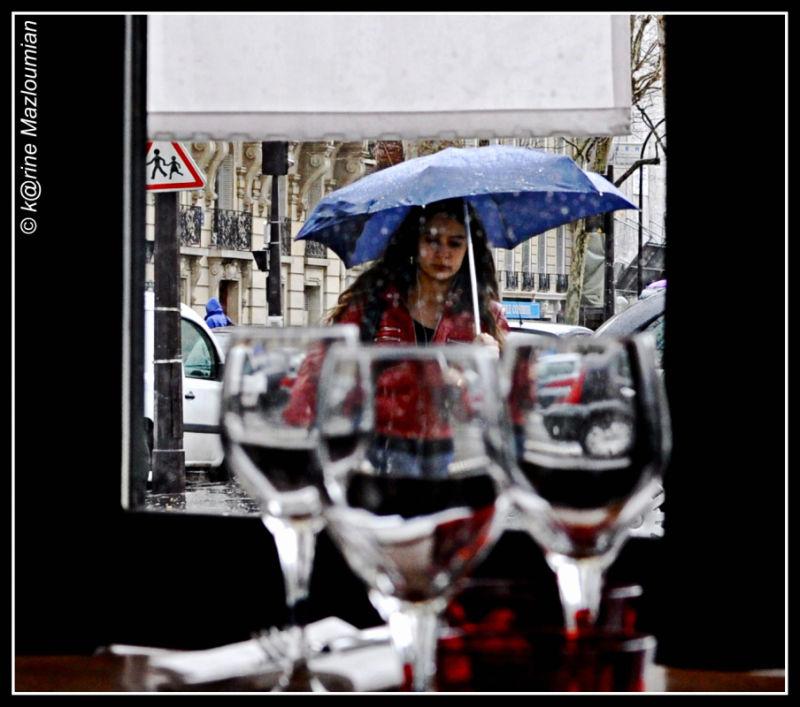 Regarde, il ne pleut que sous ton parapluie...
