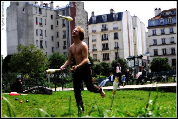 La vie réclame des aptitudes de jongleur souriant