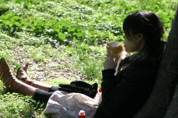 Hitomi mange le pomme(3mois)