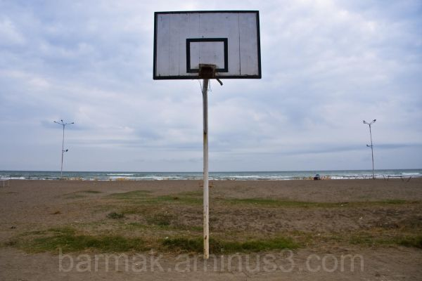 Broken net and the sea