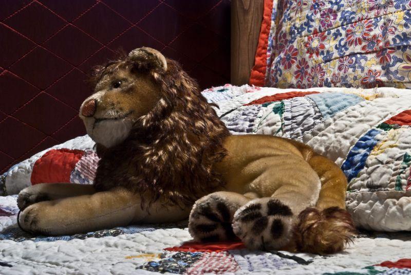 lion toy quilt