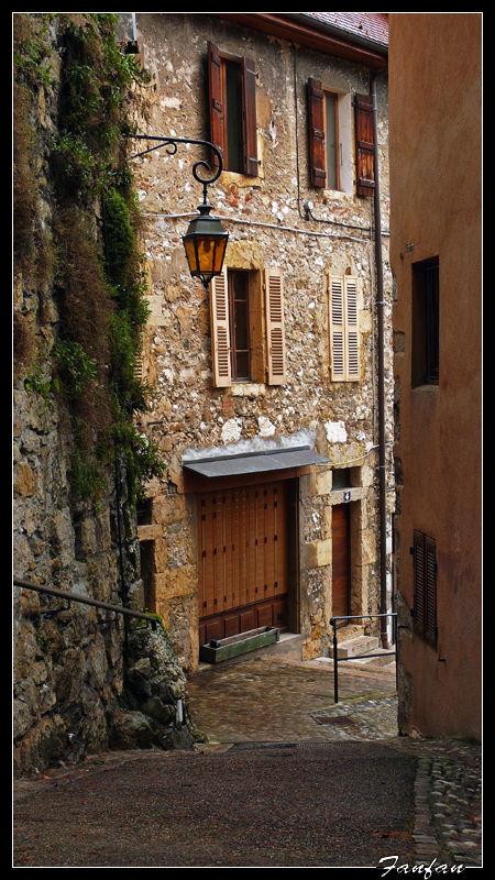 petite rue à Annecy..la vieille ville