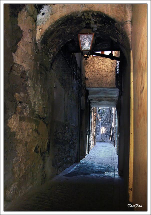 petite traboule dans le vieux Chambéry