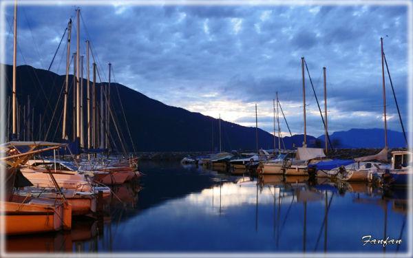 ..le port à Aix-les-Bains by night...
