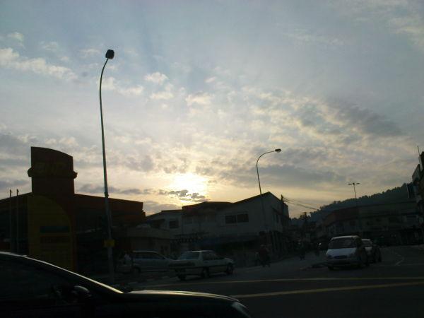 The morning sun riseth.