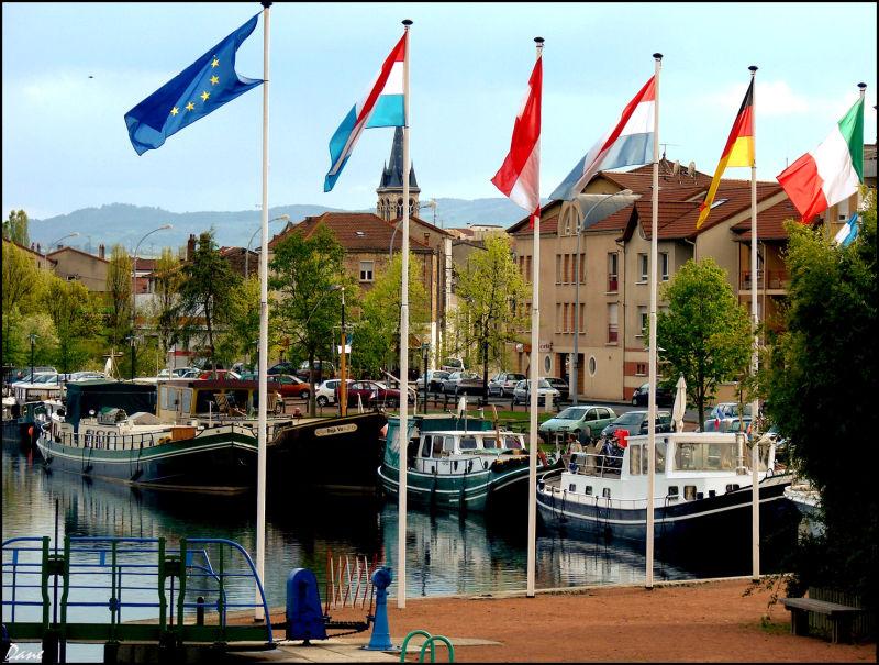Port de Roanne ..