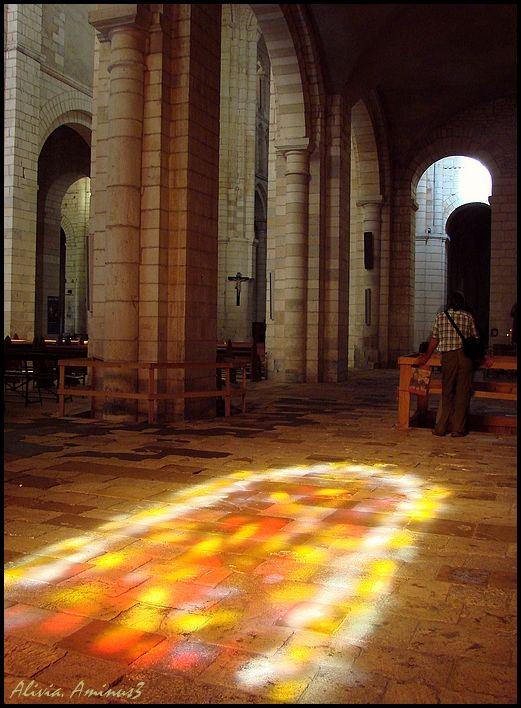 Dans la pénombre ..reflet et prière..