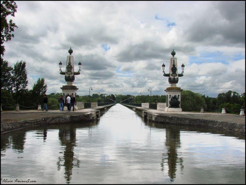Pont-canal de Briare... toujours au fil de l'eau..