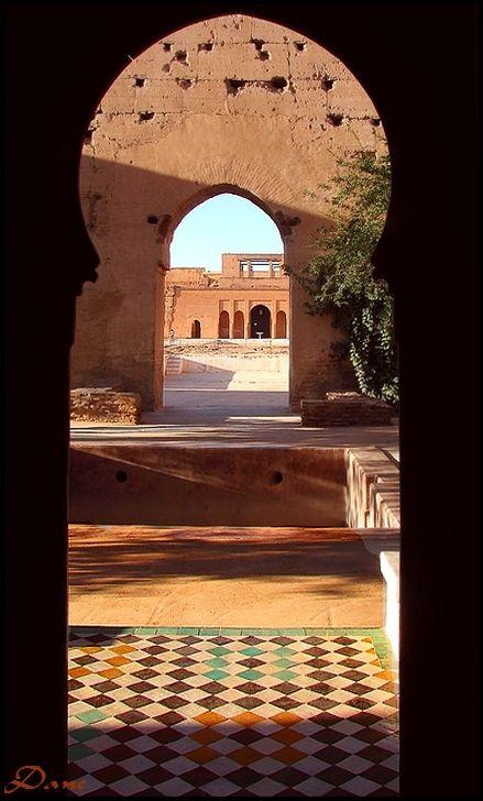 Dans l'arrondi des portes ..Palais El Badi ..