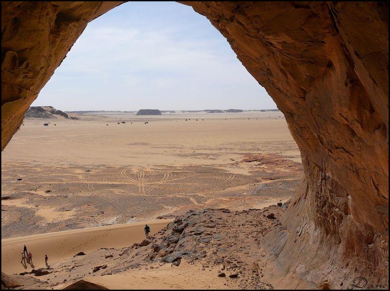 Seul au monde .. avec le désert et la préhistoire