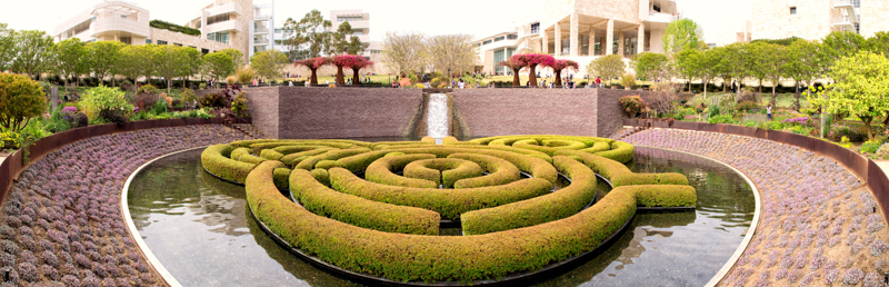 Cali: Topiary Pond at The Getty