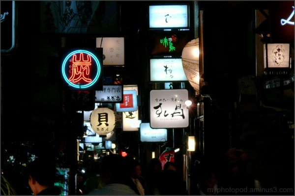 Many signboards many people Pontocho LEICA